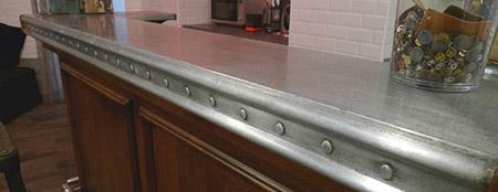Excellent comptoir style vieux zinc with recouvrir une for Recouvrir une table de zinc