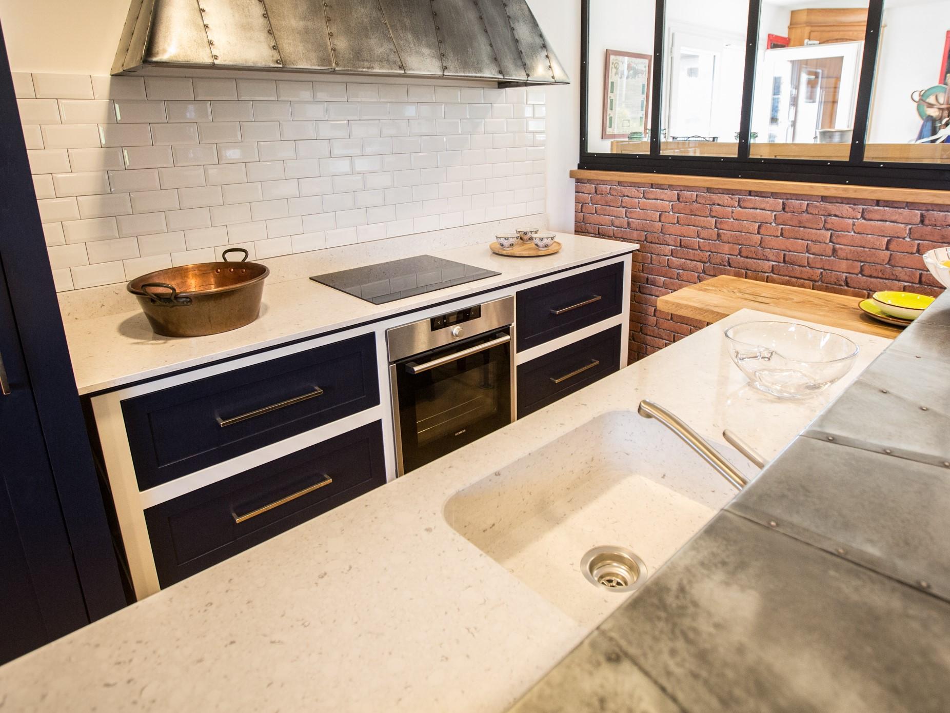 plan de travail en zinc pour cuisine fabulous recouvrir plan de travail cuisine plan travail. Black Bedroom Furniture Sets. Home Design Ideas