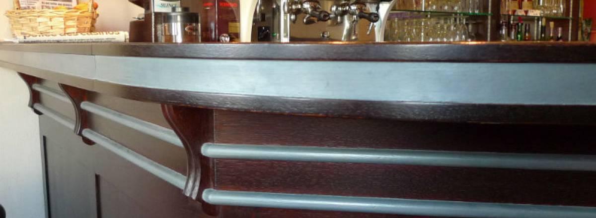 Décor zinc sur le bar