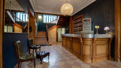 Bar en bois massif pour grand restaurant