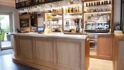 Le bar et con comptoir en etain massif