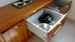 Meuble à tirois de la cuisine en bord de mer