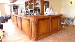 Grand bar de restaurant en chêne massif