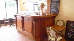 Bar de restaurant massif et robuste