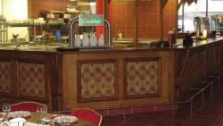 Façade de bar à décors d'azulejos