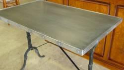 Table de restaurant vieux zinc