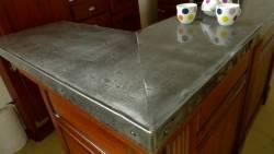 Comptoir de bar en zinc naturel