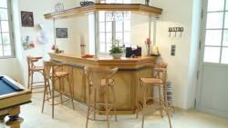 Aménagement d'une salle de détente : bar et billard
