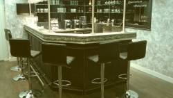 Bar pour salon vip : étain et érable noir