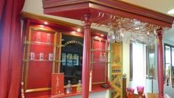 Meuble bar patine rouge : le ciel sur colonnes bois