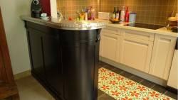 Petit bar de cuisine en érable noir et angle arrondi