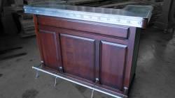 Meuble bar avec comptoir en zinc mouluré façon vieux zinc