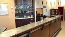 Le comptoir du bar en zinc véritable