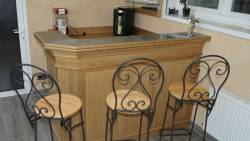 Meuble bar de salon en angle