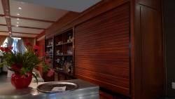 Le volets bois du bar
