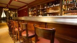 Détail du bar et du comptoir