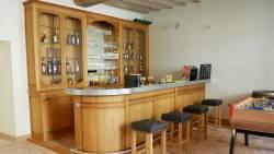 Bar en bois avec comptoir zinc