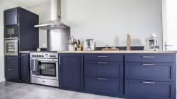 Cuisine de charme en bois bleu
