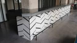 Comptoir zinc pour un siège social