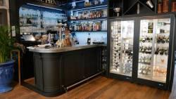 Le bar et la vitrine